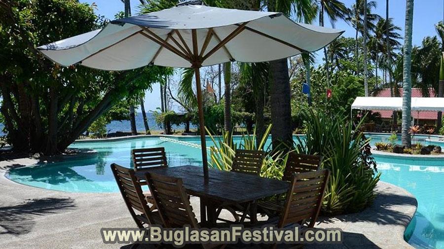 Bahura Resort and Spa pool-side