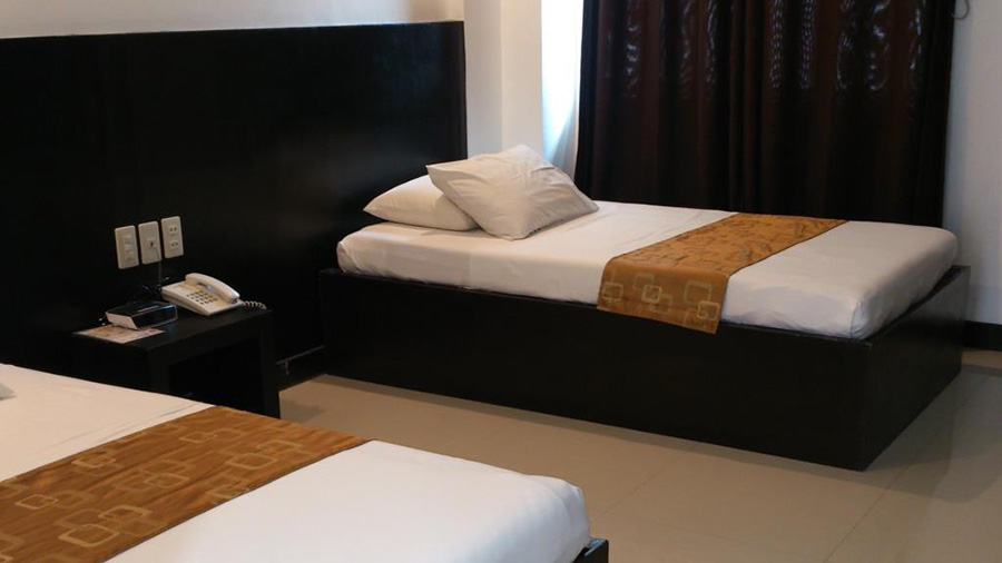 Check Inn Pension – Dumaguete City room