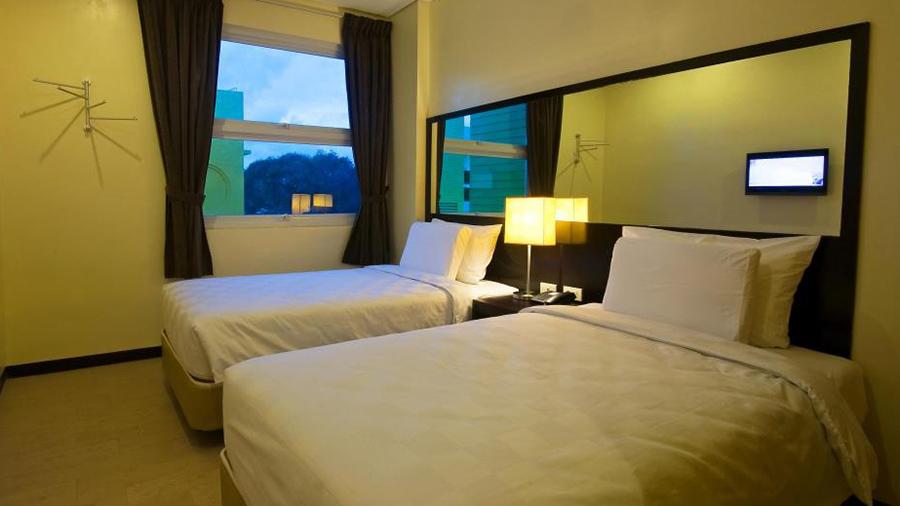 Go Hotels Dumaguete - room