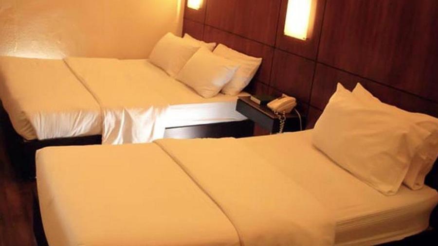 La Residencia Al Mar Hotel - Dumaguete City - room