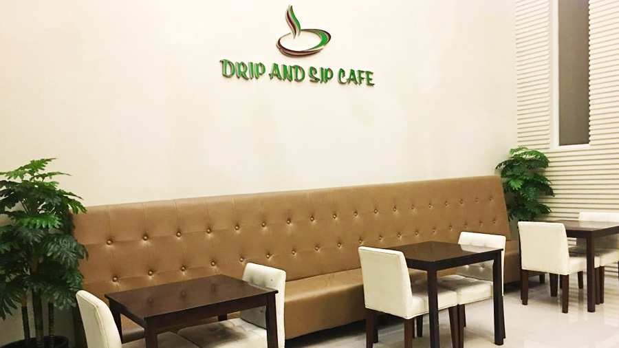 Manhattan Suites Inn - Drip and Slip Cafe