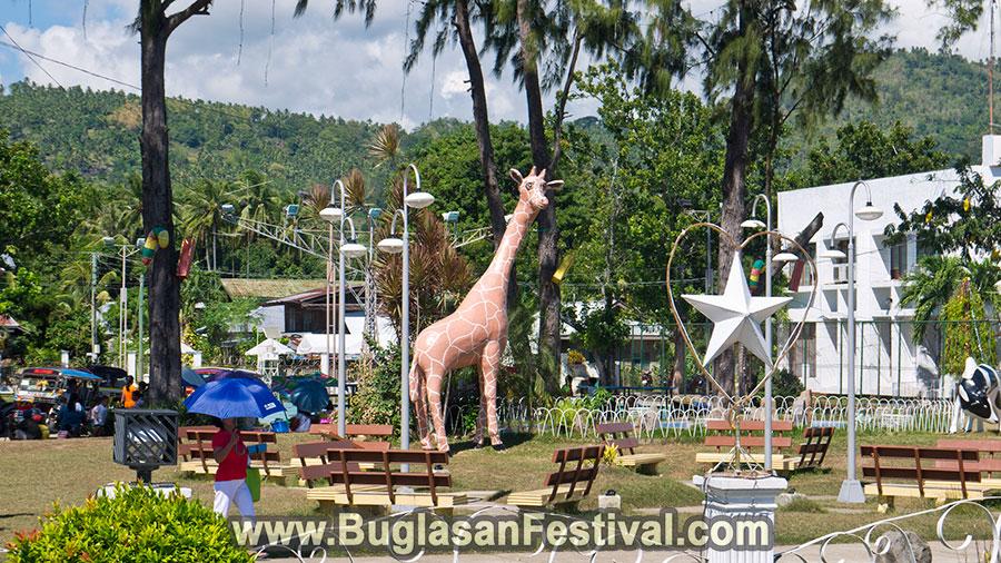 Ayungon-Municipality-Plaza